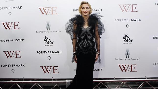 Madonna se echa a llorar al recordar a su madre en la presentación de «W.E.»