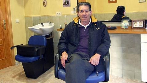 El último barbero de Torrijos se jubila