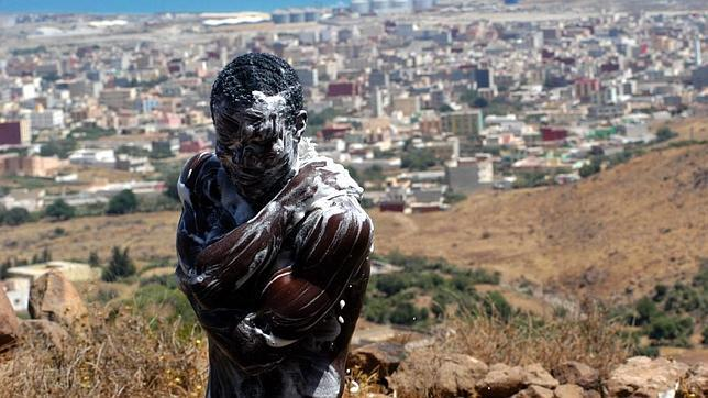 Mil inmigrantes esperan hacinados la ocasión para entrar en Melilla