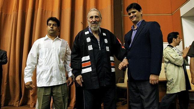 Un desmejorado Fidel Castro se reúne con supervivientes de Hiroshima y Nagasaki