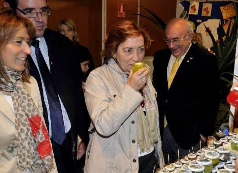 Soriano traslada el apoyo de la Junta al sector apícola