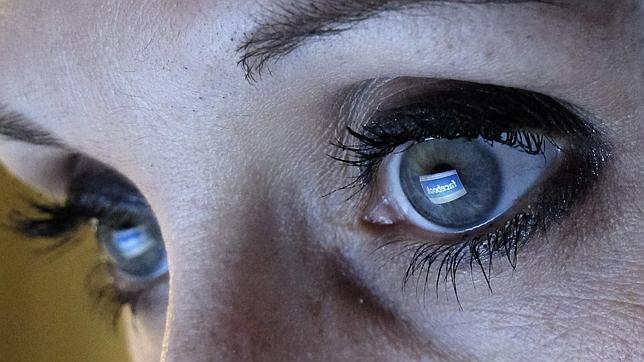 Una menor demanda a su colegio por espiar su Facebook
