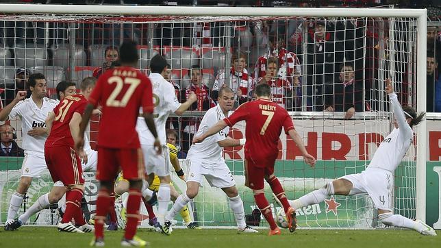 Stielike: «Otro árbitro hubiera dado fuera de juego en el primer gol»