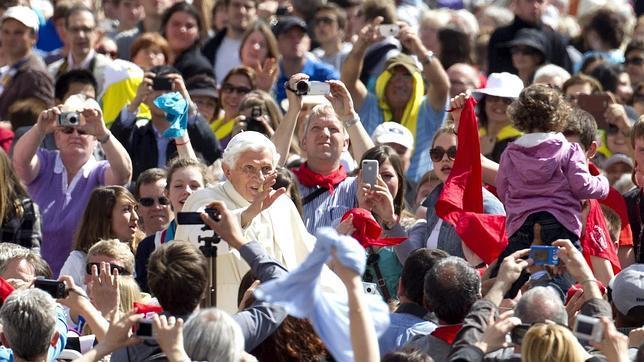 El Papa encarga al cardenal Herranz investigar la filtración de documentos del Vaticano