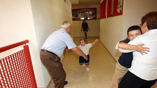 Alemania estudia un permiso de «abuelidad» para cuidar a los nietos