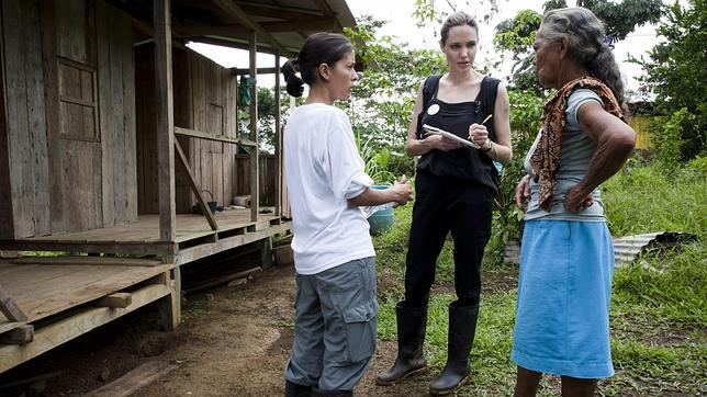 Angelina Jolie, premio a la famosa más solidaria, y vuelta a casa de Miguel Boyer