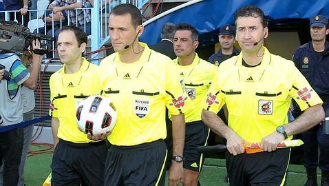 Clos Gómez y Mateu Lahoz, árbitros para la Supercopa Barça-Real Madrid