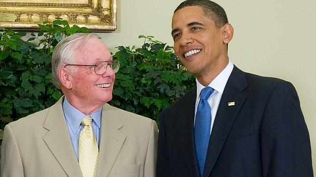 Obama lamenta la muerte de Armstrong, «uno de los mayores héroes» de EEUU