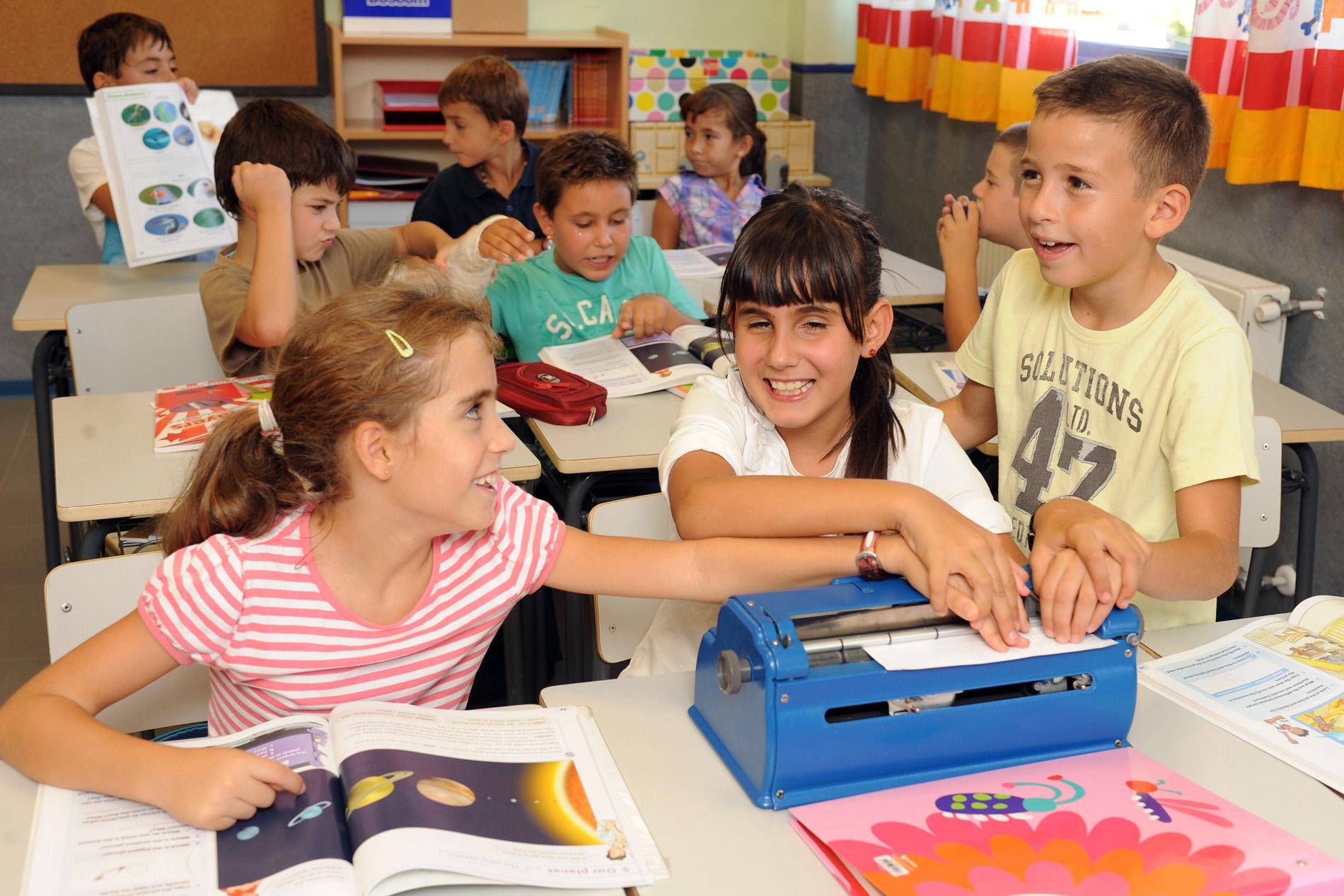Cerca de 380 niños con discapacidad visual grave afrontan su vuelta al colegio