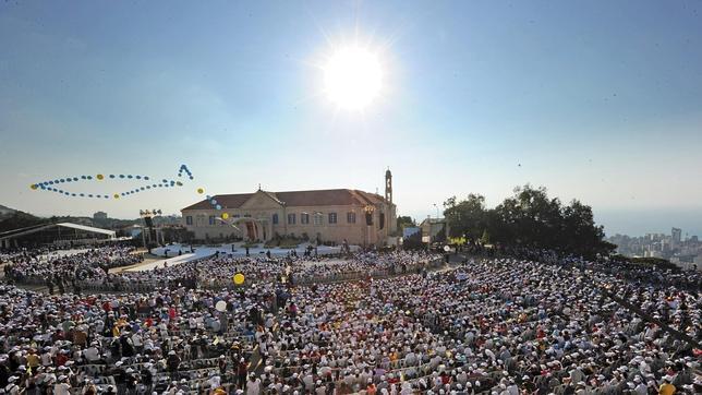 Benedicto XVI pide a musulmanes y cristianos que se unan para poner fin a la guerra