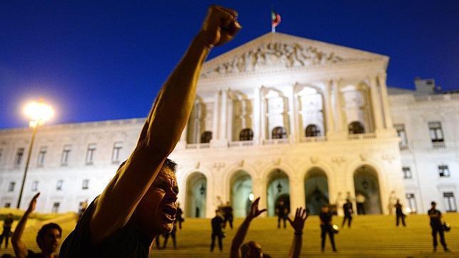 Manifestaciones sin precedentes en todo Portugal para protestar contra la austeridad