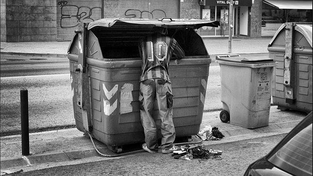 «The New York Times» retrata la «austeridad y el hambre» en España