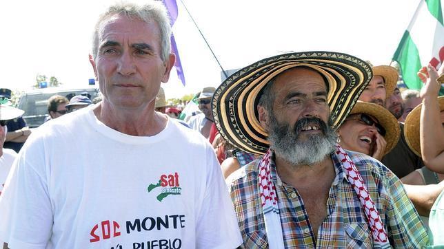 Simpatizantes del SAT arropan a Sánchez Gordillo frente al Tribunal