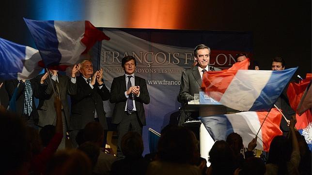 Copé y Fillon se proclaman líderes del centroderecha en Francia