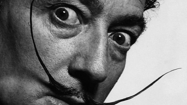 Dalí estafó a Yoko Ono vendiéndole por 10.000 dólares un pelo falso de su bigote