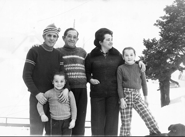 Blanca Fernández Ochoa, de pequeña, con su familia, en 1972