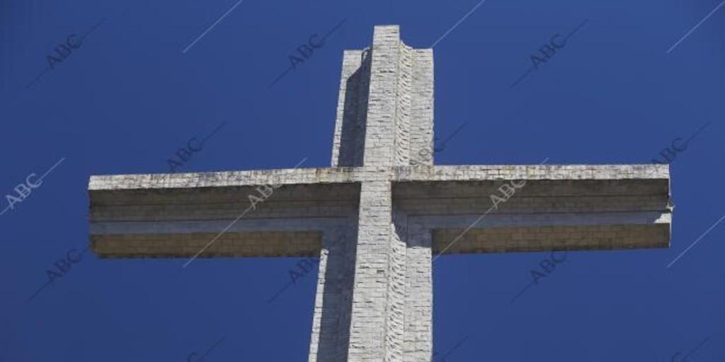 «La Cruz del Valle de los Caídos fue una pesadilla para Franco» - Archivo ABC