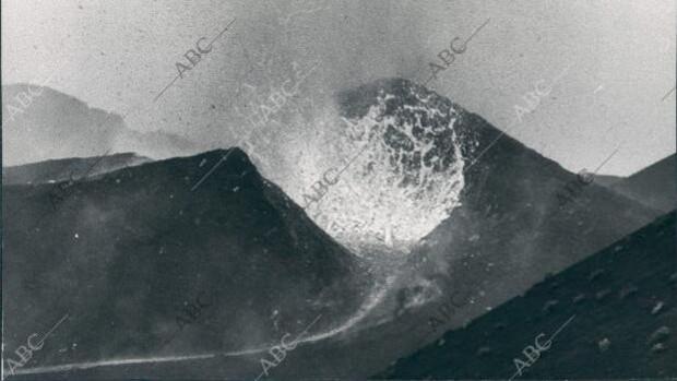 El infierno del Teneguía en 1971: así fue la «terrorífica» última erupción de un volcán en España