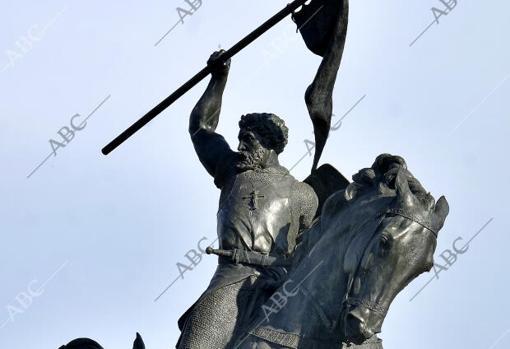 Estatua del cid campeador en Sevilla