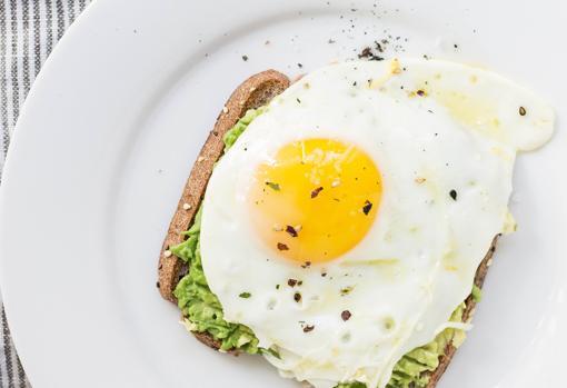 Lo importante es analizar qué otros alimentos incluyo en la dieta, además del huevo