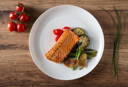 salmon-plancha-verduras-kAFF--510x349@abc