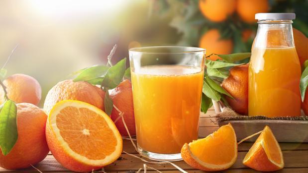 Es más sano tomar una naranja o un zumo de naranja cada día?