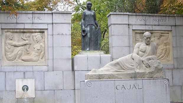 Cajal no asistió a la inaguración de su escultura por Alfonso III