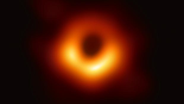 Esta es la primera imagen directa de un agujero negro supermasivo, en el corazón de la galaxia M87