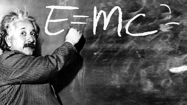 La famosa fórmula de Albert Einstein, en un montaje fotográfico