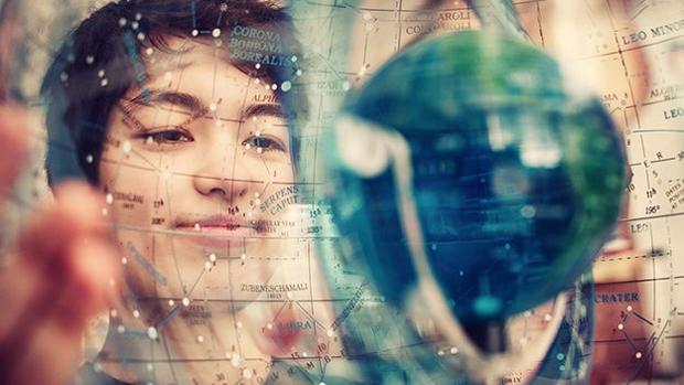 Una estudiante descubre de una tacada 17 planetas y uno puede ser habitable