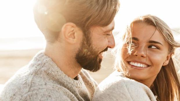 ¿Es cierto que las parejas se van pareciendo físicamente más y más con el paso de los años?