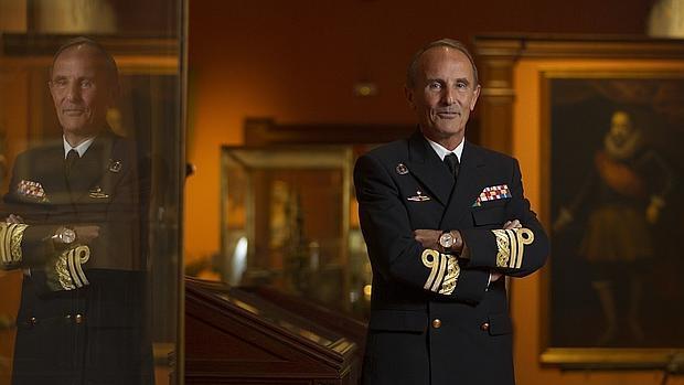 El almirante director del Museo Naval, Fernando Zumalacárregui