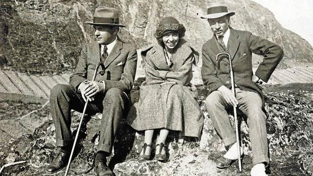 Rilke (a la derecha) con el marchante Werner Reinhart y la violinista Alma Moodie en Sion (Suiza), en 1923