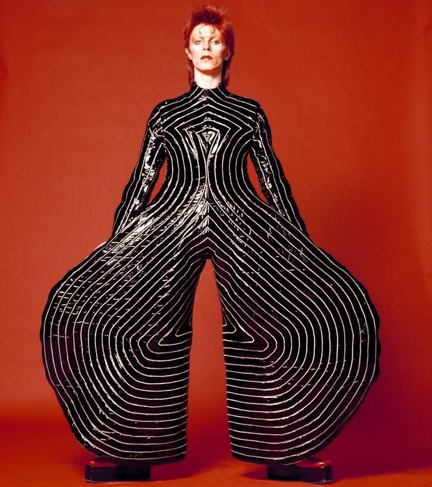 David Bowie, icono de moda, con un espectacular diseño de Kansai Yamamoto