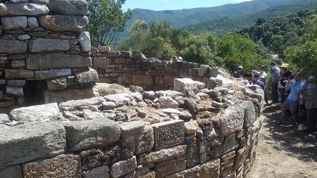 El grupo de especialistas visitó este viernes la tumba de Aristóteles
