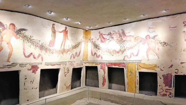 La tumba de Tiro, con bellos frescos que han sobrevivido a la guerra