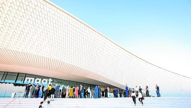 Fachada del MAAT, el nuevo museo inaugurado coincidiendo con la apertura de la Trienal