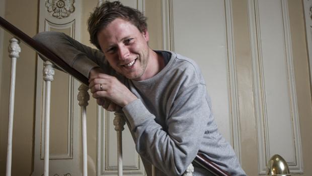 El escritor Max Porter, fotografiado poco después de la entrevista, en Madrid