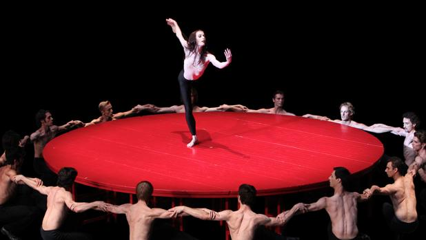 El «Bolero» de Maurice Béjart, por la Béjart Ballet Lausanne