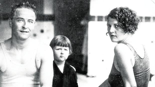 Scott Fitzgerald y Zelda Sayre, junto a su hija Scottie