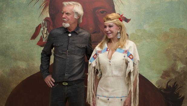 La baronesa Thyssen, con Miguel Ángel Blanco, en la inauguración de la muestra «La ilusión del Lejano Oeste» en 2015