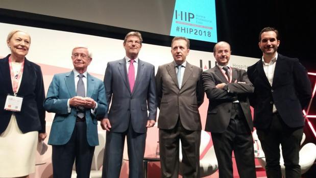 De izquierda a derecha, Benita Ferrero-Waldner, Rafael Ansón, Javier Catalá, Javier Cremades, Octavio Llamas, Mario Sandoval