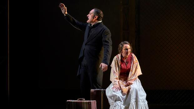 Alfonso Lara y Pepa Rus, en una escena de la obra
