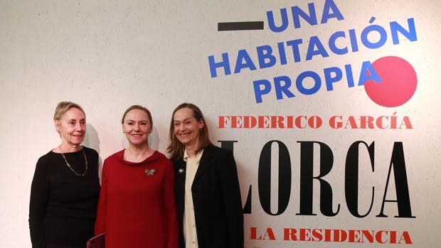 Gloria, Laura e Isabel, sobrinas de Federico García García Lorca, ayer en la presentación de la muestra