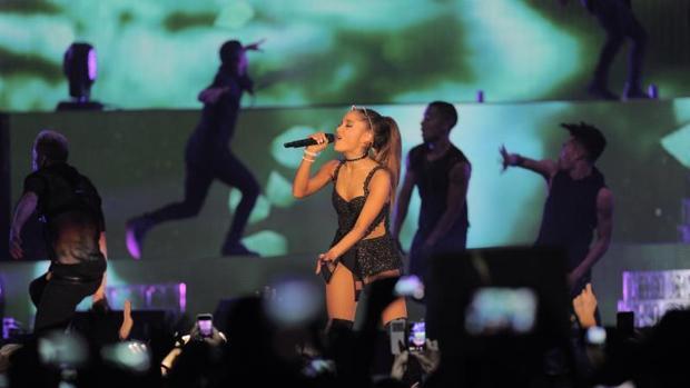 Ariana Grande durante una actuación en Barcelona