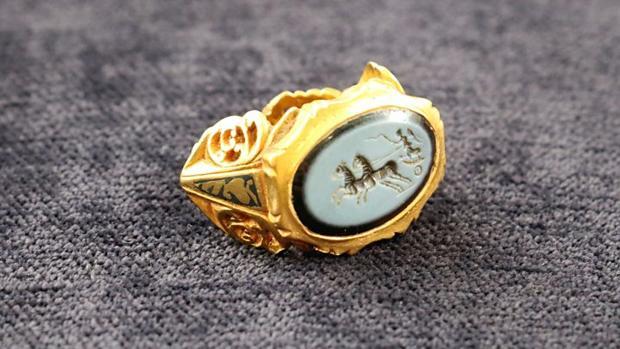 El anillo descubierto por Massey