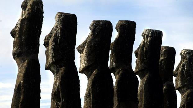 Una imagen de los moái en la Isla de Pascua