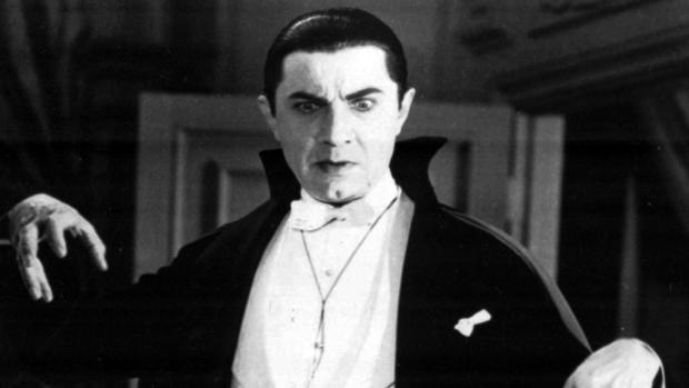 El actor austro-húngaro Bela Lugosi haciendo de Drácula en una película de 1931
