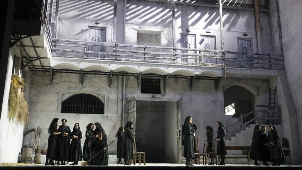 Una escena de «La casa de Bernarda Alba»