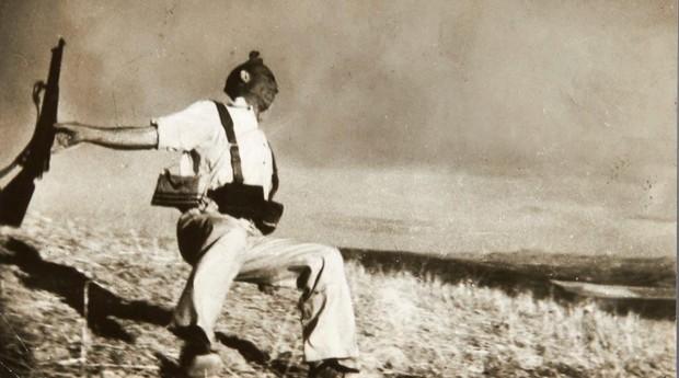 «Muerte de un miliciano» de Robert Capa, una de las instantáneas más legendarias de la Guerra Civil española